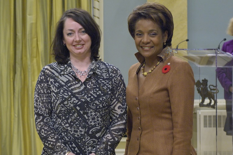 Monique Martin accepting his award at Rideau Hall, 2007.