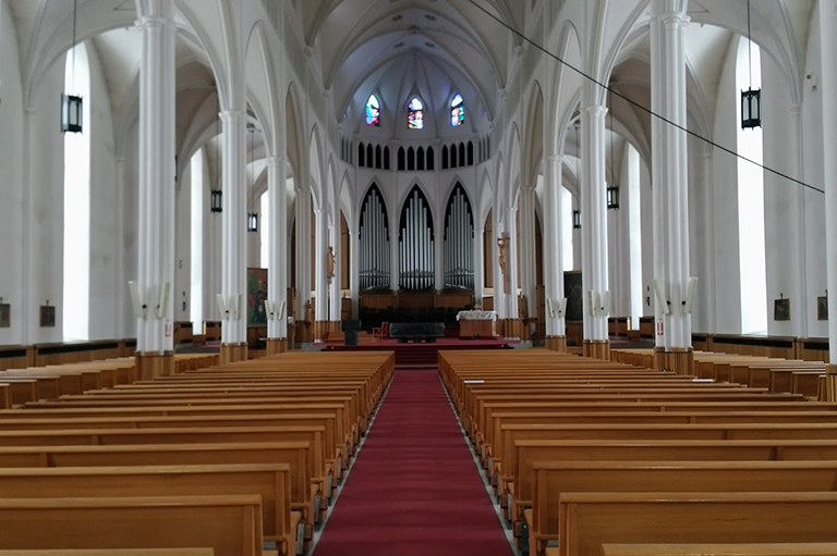 This image shows the interior of a cathedral.