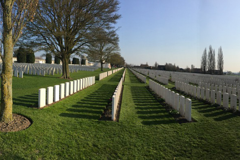 Image of Cabaret-Rouge war cemetery in France.