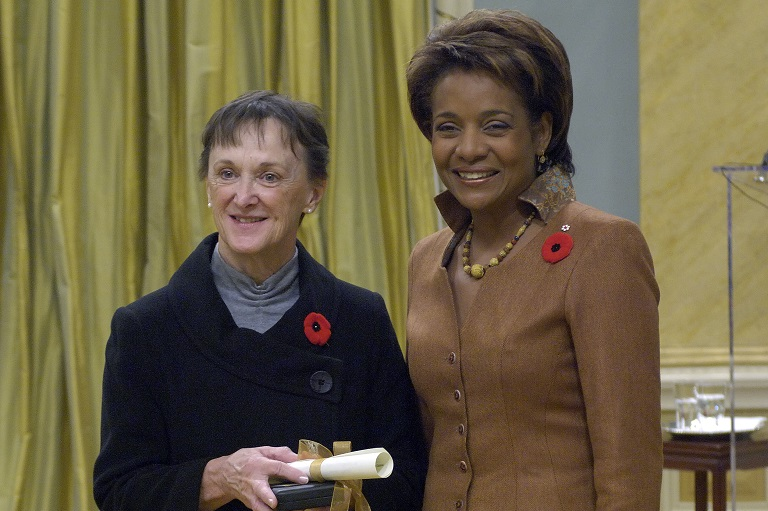 Susan Haynes accepting her award at Rideau Hall, 2007.
