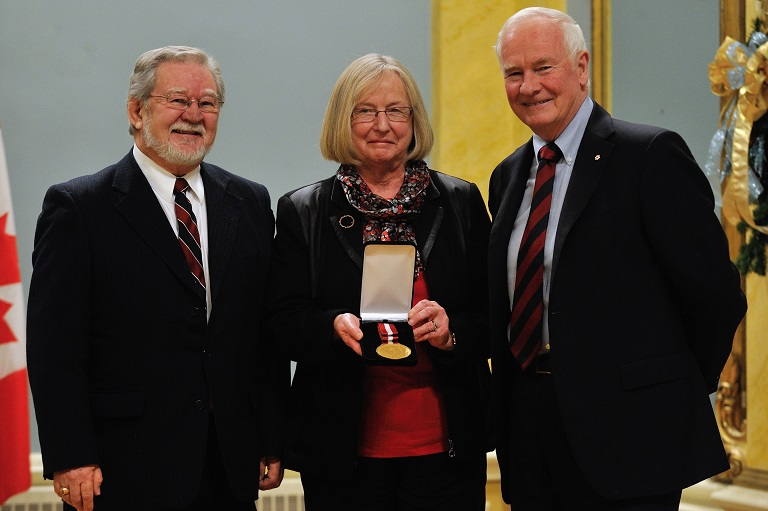 La Meute culturelle accepting their award at Rideau Hall, 2012.