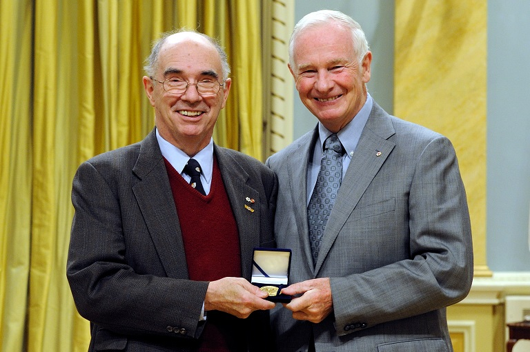 Desmond Morton accepting his award at Rideau Hall, 2010.