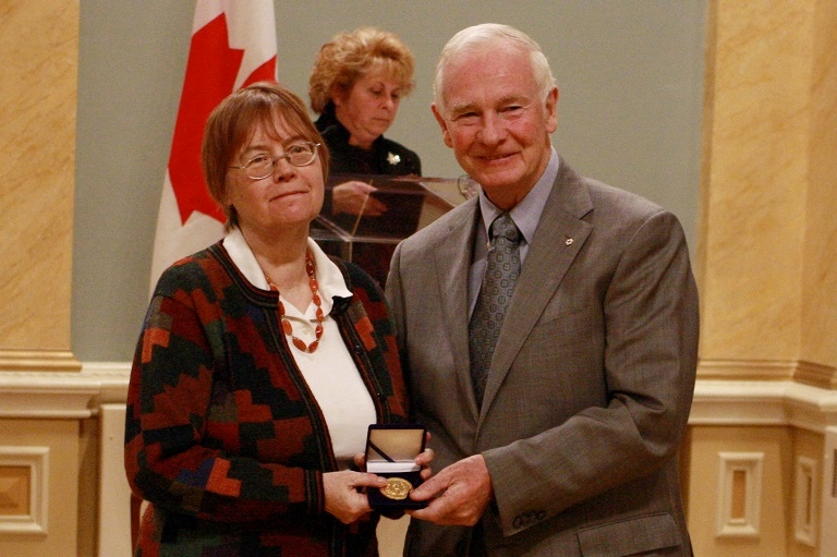 Béatrice Craig accepting her award at Rideau Hall, 2010.