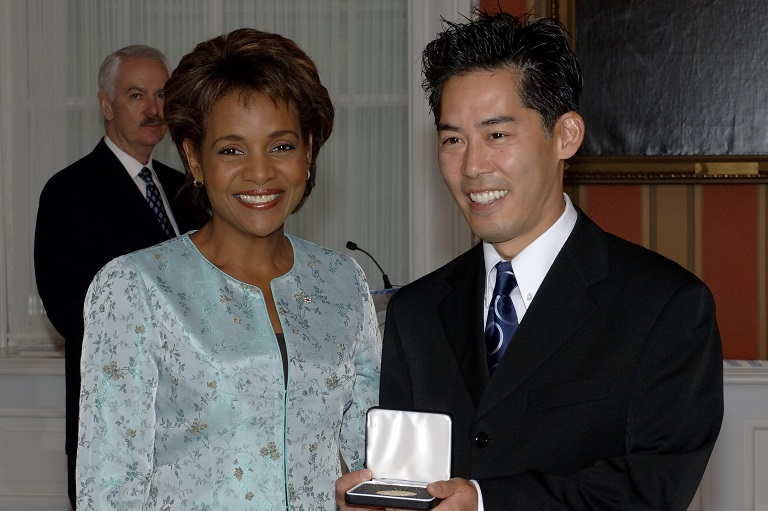 Greg Miyanaga accepting her award at Rideau Hall, 2006.