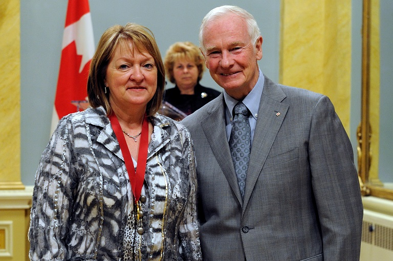 Marcelle Thibodeau accepting her award at Rideau Hall, 2010.