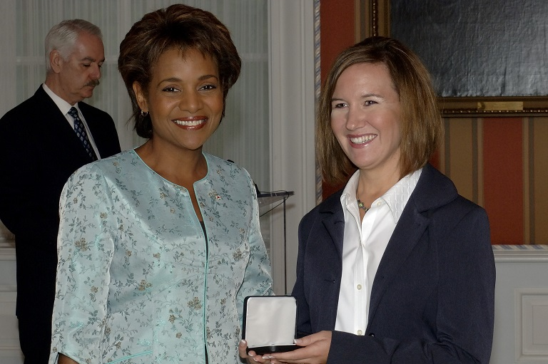 Jennifer Johnson-George accepting her award at Rideau Hall, 2006.