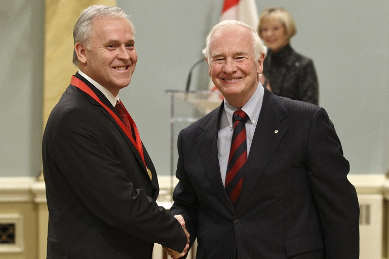 Raymond Bédard accepting his award at Rideau Hall, 2011.