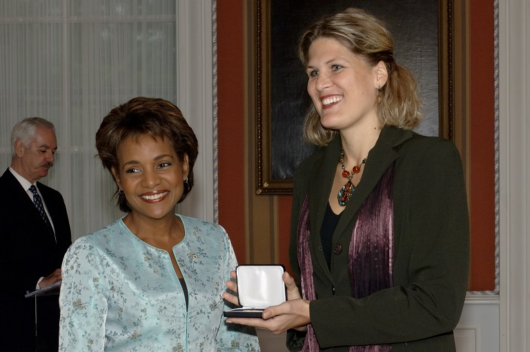 Julie-Catherine Mercadier accepting her award at Rideau Hall, 2006.