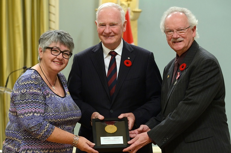 The Société historique du Cap-Rouge accepting their award at Rideau Hall, 2014.