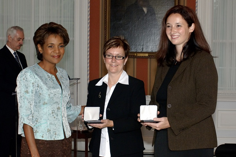 Kim Chagnon and Mary Scott accepting their award at Rideau Hall, 2006.