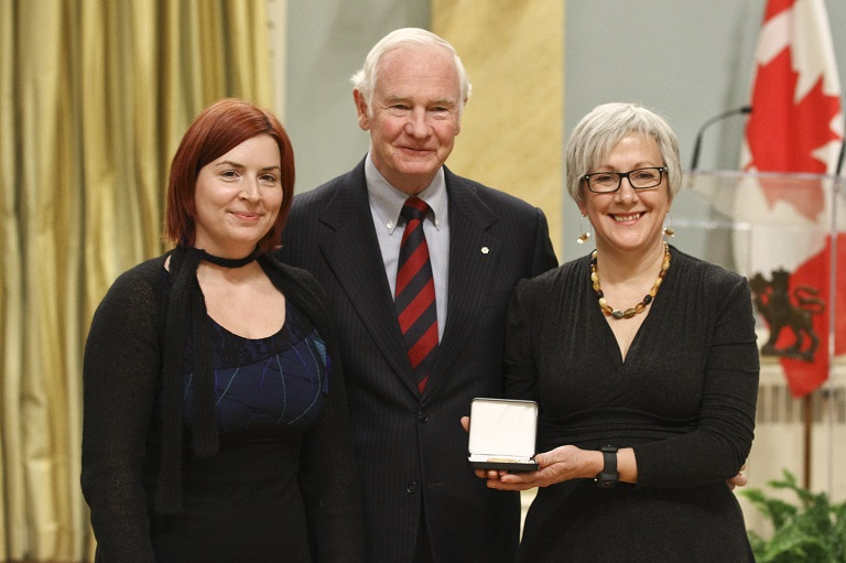 Carol Pauzé and Cybèle Robichaud accepting the award on behalf of the Montréal Science Centre at Rideau Hall, 2011.